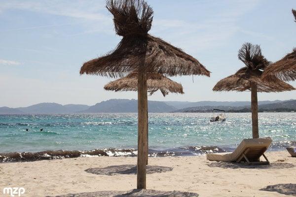 Korzika má rôznorodé pláže, k najobľúbenejším patria piesočné pláže.