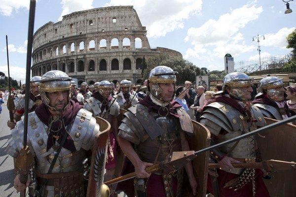 Rímski legionári pred Koloseom.