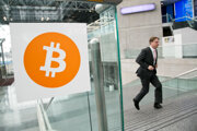 Muž prichádza na konferenciu Inside Bitcoin v New Yorku v apríli 2014. Tvorca softvéru na začiatku mája verejne odhalil svoju pravú identitu.