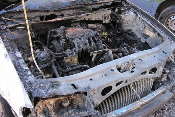 Škoda na autách presahuje dohromady osemtisíc eur.