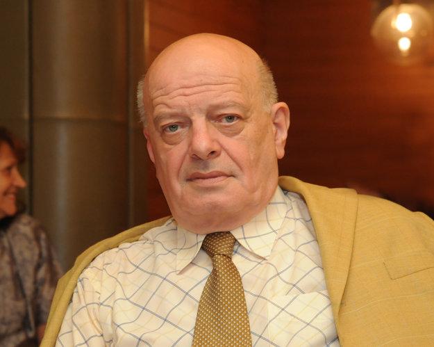 Ján Vilikovský prekladá z angličtiny.