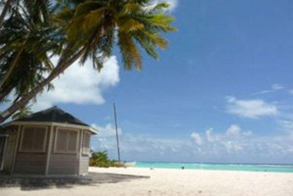 Barbados má pláže s jemným bielym pieskom a priezračnou tyrkysovou vodou.