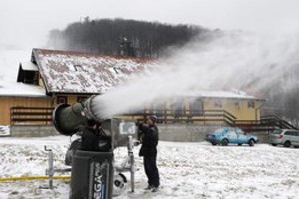 Snežné delá už naplno pracujú aj na Jahodnej.