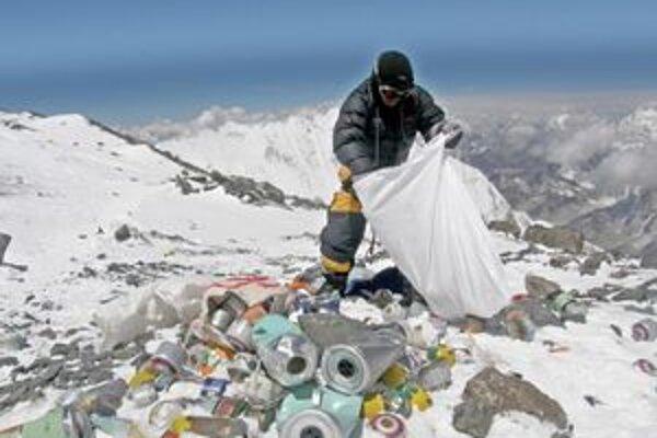Zbieranie odpadkov na Evereste.
