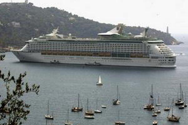 Voyager of the Seas kotví vo francúzskom Villefranche-sur-Mer.