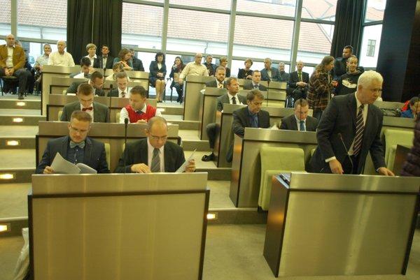 Mestskí poslanci by radi zasadli do krajského parlamentu.