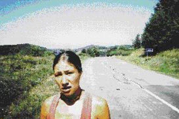 Lucia na vrchole kopca a na dne svojich síl, kdesi medzi Svidníkom a Michalovcami.