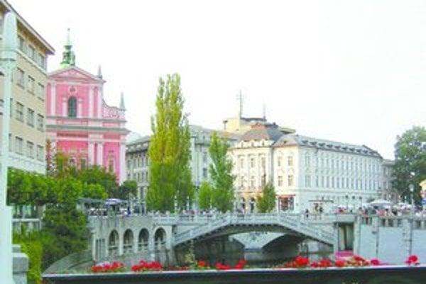 Známe Trojmostie nad riekou Ľubľanica.