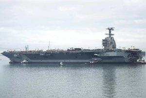 USS Gerald R. Ford na rieke James v roku 2013.