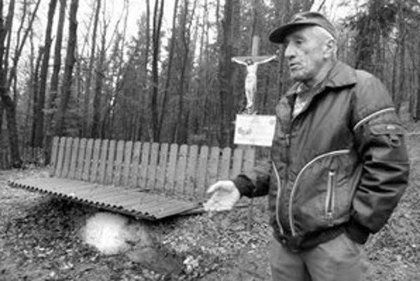 Archeológ a riaditeľ Slovenského banského múzea Jozef Labuda nedávno písmo na kameni, ktorý chráni strieška, preskúmal a potvrdil, že nápis je autentický.