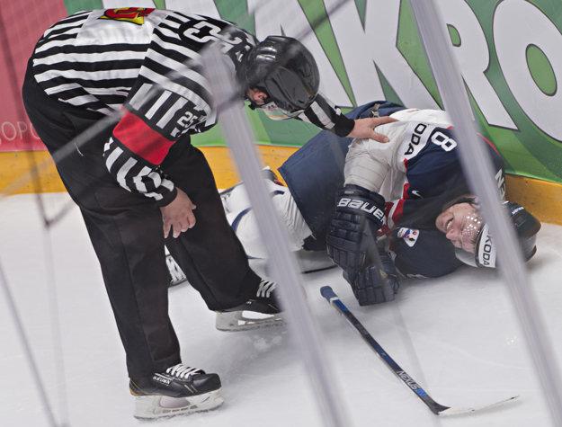 Michal Sersen si zranil nohu po náraze do mantinelu.