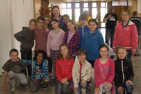 Žiaci základnej školy v Mýtnej