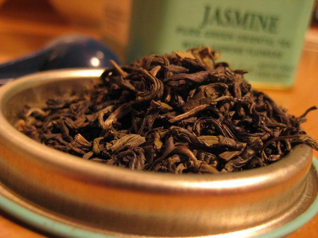 Jazmínový čaj má výraznú chuť a vôňu.