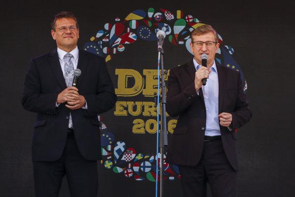Eurokomisár Šefčovič (vľavo) počas dňa Európy.
