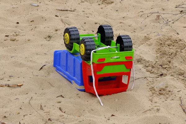 V pieskoviskách môže číhať hrozba, prevádzkovatelia by sa o ne mali pravidelne starať.