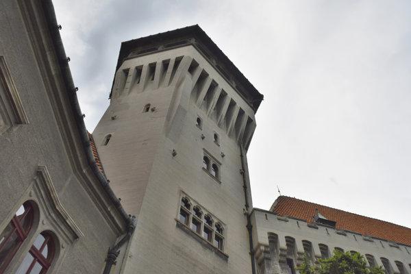 Hlavnou atrakciou Smolenického zámku je vyhliadková veža.