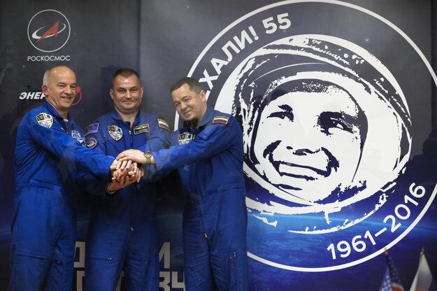 Posádka ISS: Jeff Williams, Alexej Ovčinin a Oleg Škripočka.