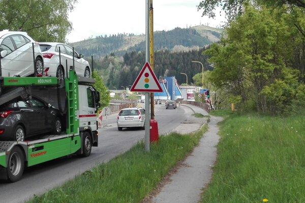 Horelický most v súčasnosti zažíva nápor vozidiel kvôli odkloneniu dopravy z tunela Horelica.