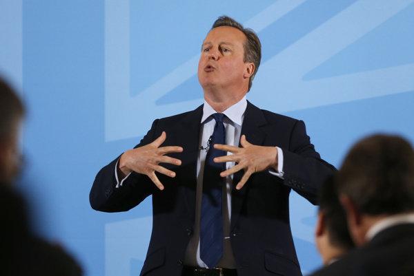 Britský premiér David Cameron sa snaží presvedčiť zástancov odchodu z Únie, ktorí budú hlasovať za brexit.