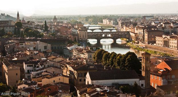 Povodeň v roku 1966 zničila množstvo pamiatok vo Florencii.