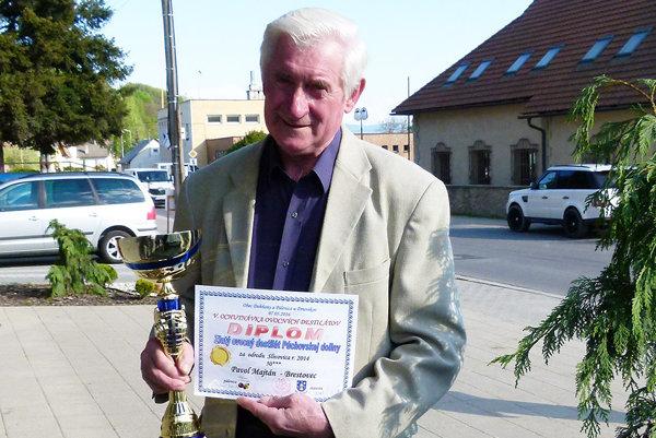 Šampión podujatia Pavol Majtán  má v pálení  polstoročnú skúsenosť.
