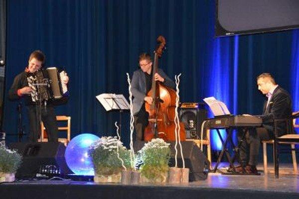 Trio vynikajúcich hudobníkov.