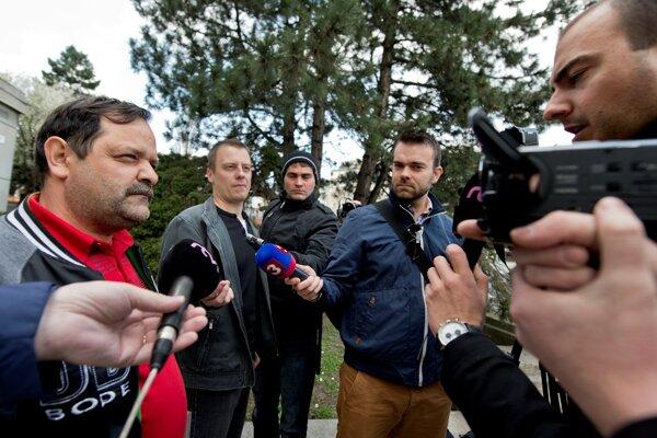 """František Tanko (vľavo): """"Na Slovensku, hlavne na východnom, je život Rómov zo dňa na deň horší. Rómsky problém je veľká časovaná bomba."""""""