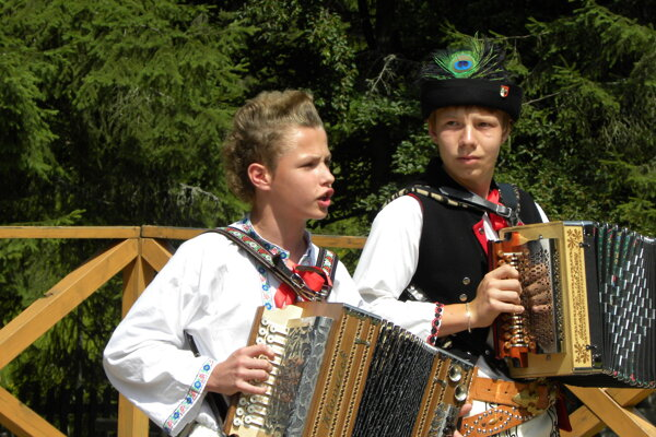 Ľudová hudba a jej čaro je názov festivalu detskej ľudovej hudby, ktorý bude  dnes v kysuckom skanzene.