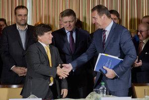 Brecely podpísal zmluvu na obchvat.