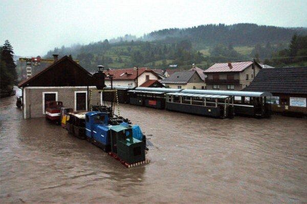 Takto poškodila veľká voda Čiernohronskú železnicu v roku 2013.