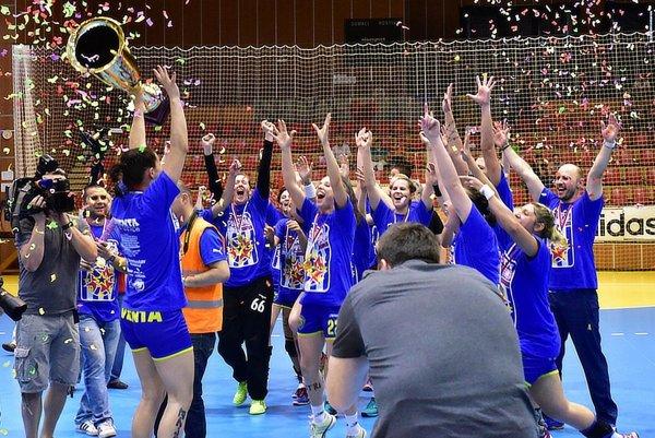 Hádzanárky Michaloviec vyhrali finálovú sériu 3:1 na zápasy a získali šiesty slovenský titul v rade.