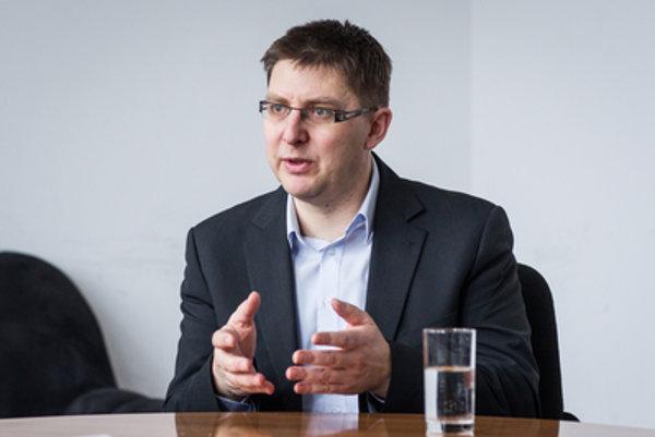 Sociológ Martin Slosiarik z Focusu upozorňuje, že istým hodnotovým prerodom môže prejsť aj strana SaS.