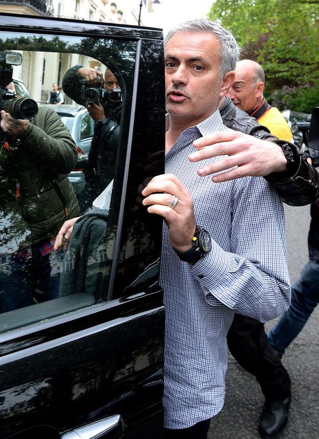 José Mourinho mieri z Londýna do Manchestru.