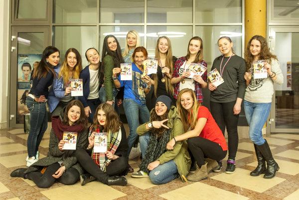 V tomto roku boli dievčatá z JOJE pod vedením Danky Jašurkovej úspešné aj na celoslovenskej súťaži v Žiline.