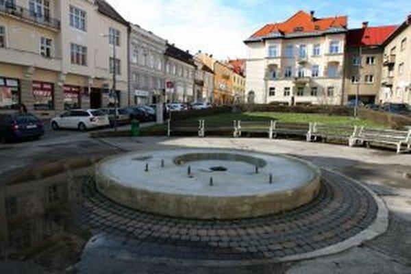 Fontána v Národnej ulici má dnes ďaleko od toho, ako kedysi vyzerala.