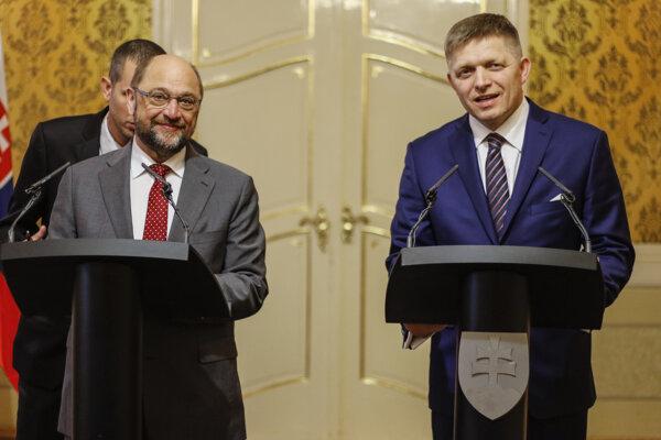Na snímke predseda Európskeho parlamentu Martin Schulz (vľavo) a predseda vlády SR Robert Fico.