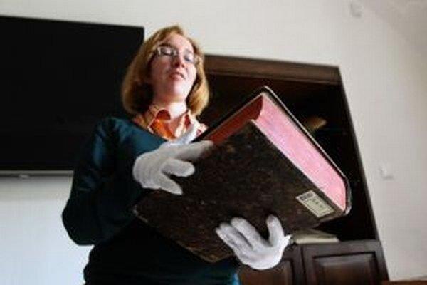 Najstaršou knihou vo fonde knižnice i v meste je jazykovedné dielo z roku 1502.