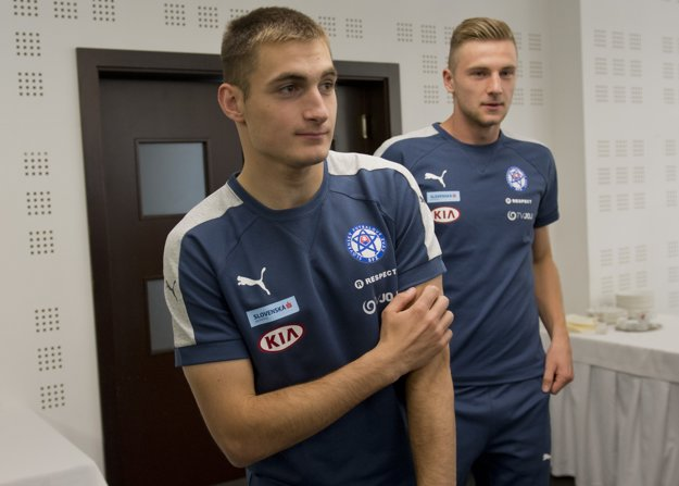 O nomináciu bojujú aj mladíci Matúš Bero (vľavo) a Milan Škriniar.