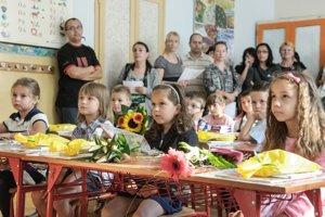 Predbežne by malo v Prievidzi zasadnúť v septembri do lavíc asi 340 prvákov.