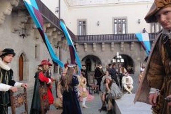 Filmový štáb sa usadil na Zvolenskom zámku na celý týždeň.