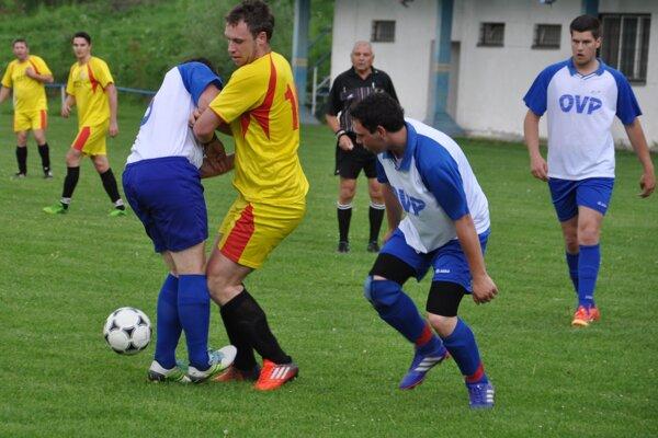 Susedské derby medzi Podbielom a Krivou prinieslo veľa bojovnosti.