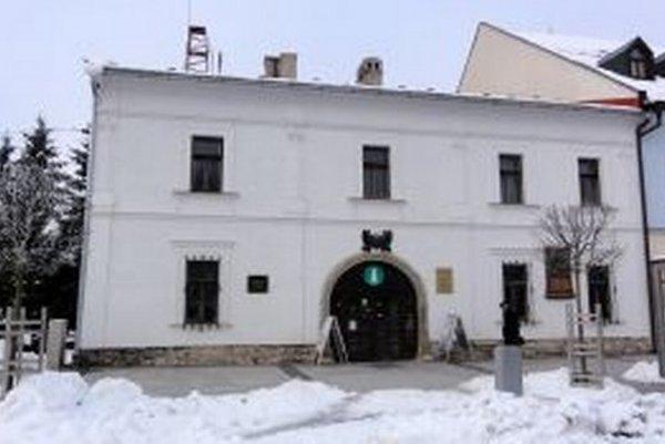 Stará radnica stojí na centrálnom zvolenskom námestí.