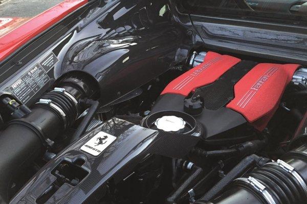 Ferrari 3,9 biturbo V8 - víťaz celkového hodnotenia Medzinárodný motor roku 2016.