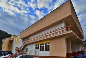 Obecný úrad vo Vyhniach. Po rokoch sa dočkal rekonštrukcie.