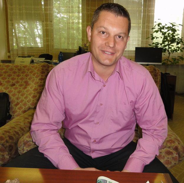 Matúš Rajský, vedúci Ústavu výživy vo Výskumnom ústave živočíšnej výroby Nitra, sa venuje programu, ktorý má za cieľ navrátiť losov do našej prírody.