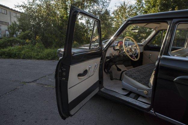 Sedieť za volantom Volgy je skutočný zážitok.