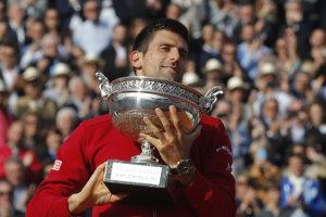 Djokovič konečne získal aj Pohár mušketierov z druhého grandslamového turnaja tenisovej sezóny.