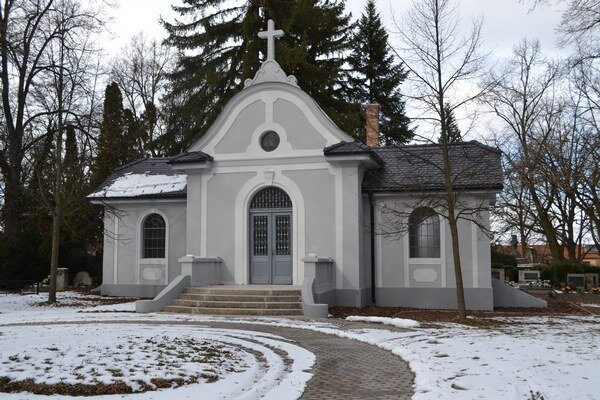 Budova bude slúžiť ako Sieň významných osobností pochovaných v Lučenci.