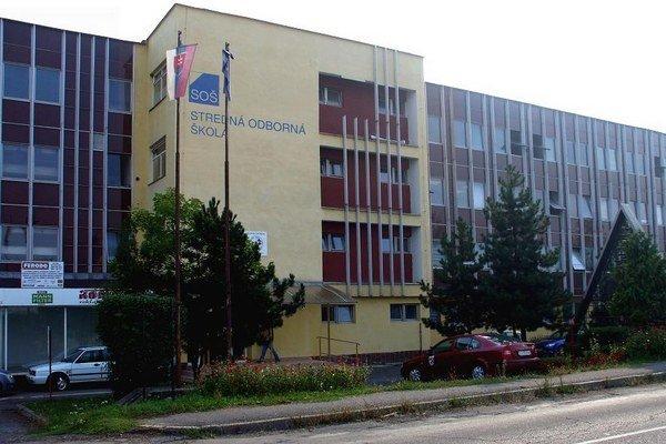 Stredná odborná škola hotelových služieb a dopravy v Lučenci.