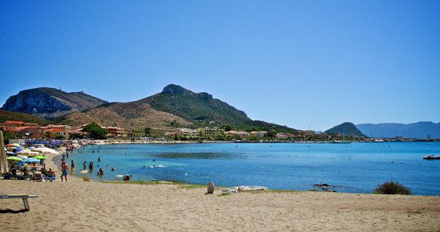 Costa Smeralda na severovýchodnom pobreží Sardínie je jednou z najobľúbenejších dovolenkových destinácií na ostrove.